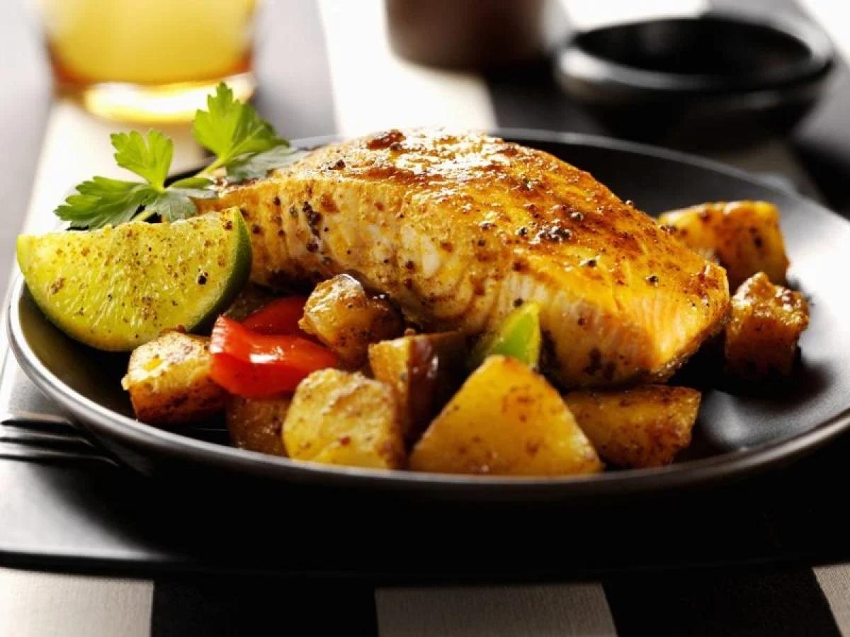 Cá hồi: Cá hồi giàu các axit béo omega-3 đóng vai trò thiết yếu trong việc giảm tình trạng viêm do suy giảm chức năng thận gây ra. Các axit béo này cũng hỗ trợ điều hòa huyết áp và các chất béo trung tính./.
