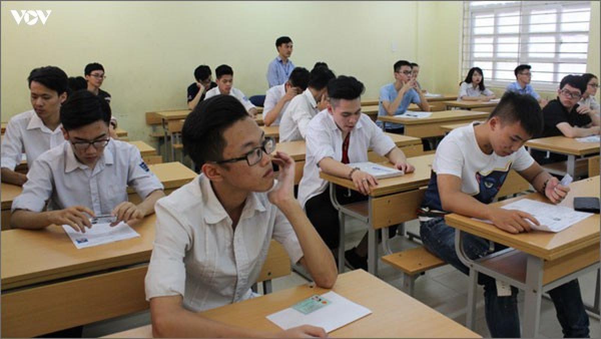 Bộ Giáo dục và Đào tạo đề xuất kế hoạch tổ chức kỳ thi tốt nghiệp THPT giai đoạn 2021-2025 theo hướng giữ ổn định như năm 2020 và có điều chỉnh một số điểm mang tính kỹ thuật, chuẩn bị lộ trình thi trên máy tính.