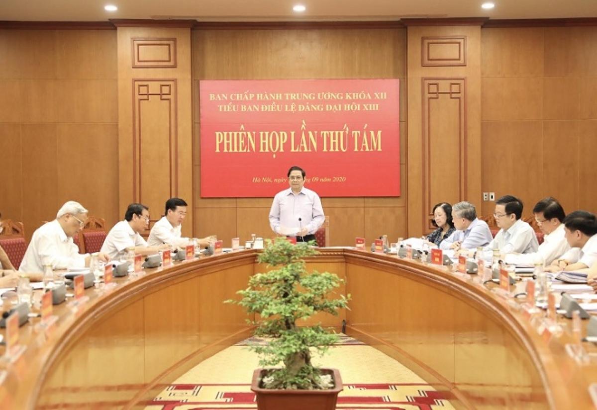 Ông Phạm Minh Chính chủ trì phiên họp thứ 8 của Tiểu ban Điều lệ Đảng Đại hội XIII. (Ảnh: xaydungdang.org.vn)