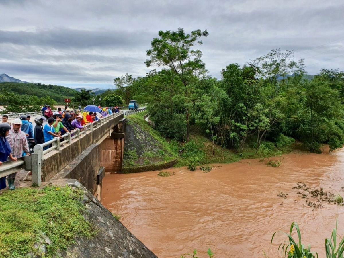 Nước sông đục nên khó xác định được vị trí nạn nhân mất tích