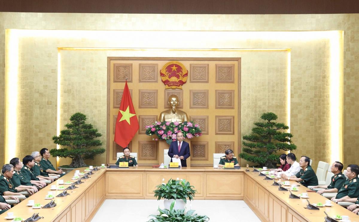 Thủ tướng Nguyễn Xuân Phúc nói chuyện với các đại biểu Cục Tác chiến tại buổi tiếp.