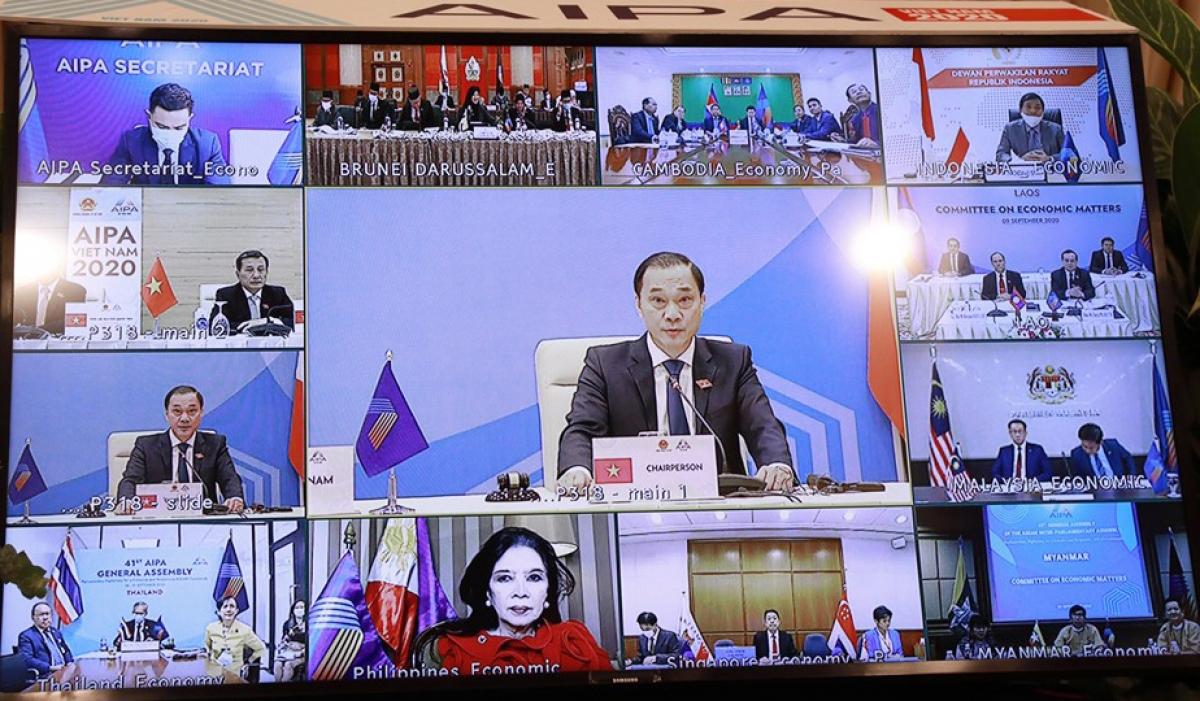 Đại diện các đoàn tham dự Hội nghịHội nghị Ủy ban Kinh tế AIPA qua hình thức trực tuyến