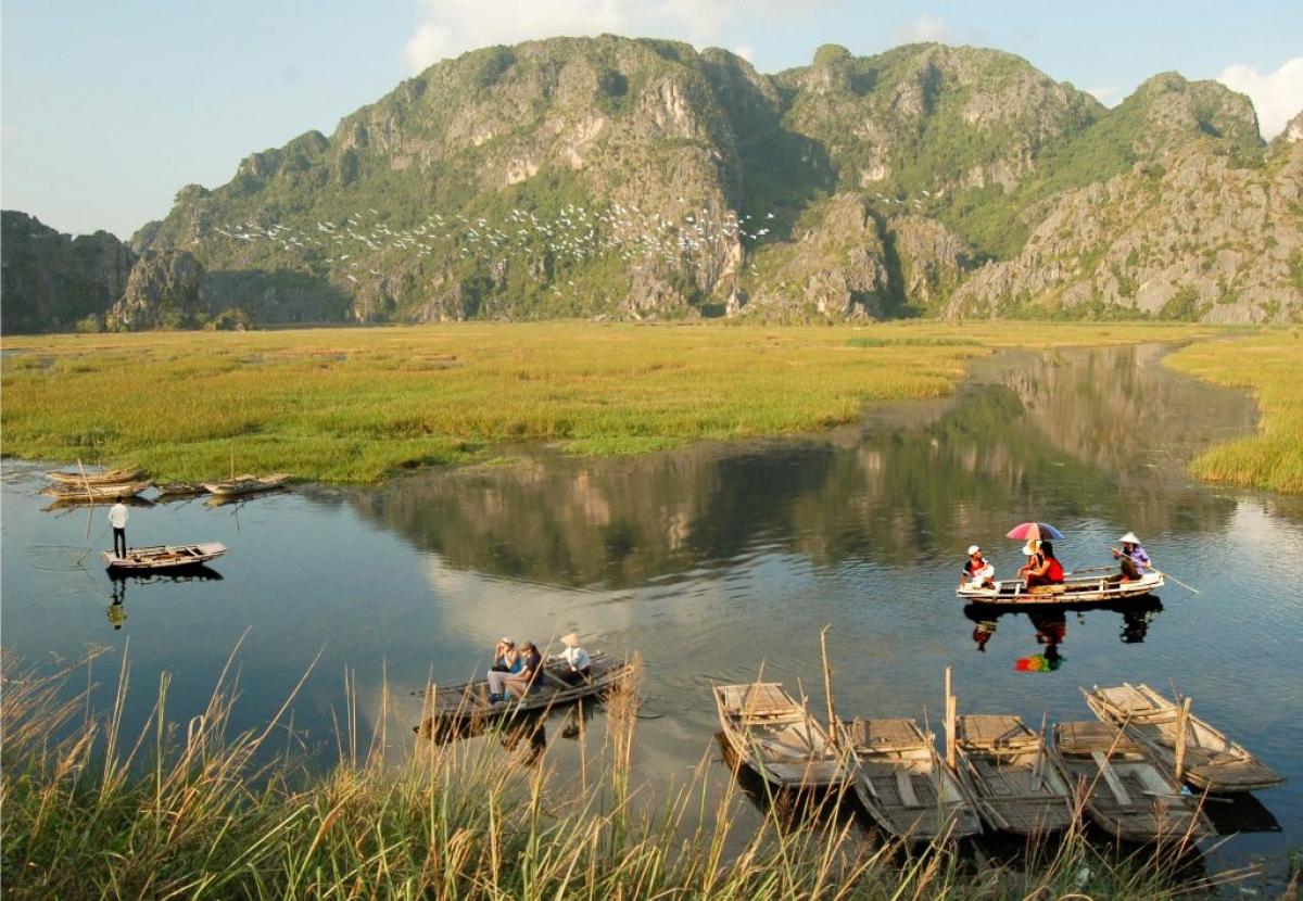 Đi thuyền tại Vân Long. Ảnh: Xuân Lâm/CCD