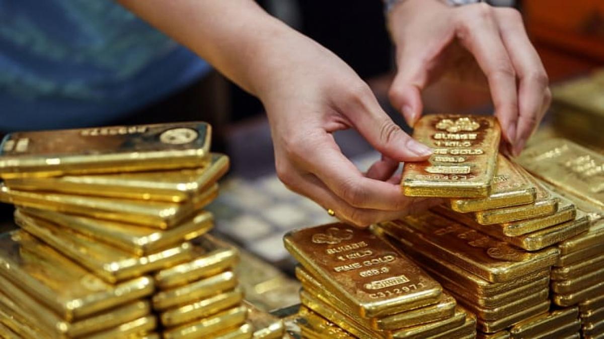 Giá vàng giảm do đồng USD đang tăng mạnh (Ảnh: Getty)