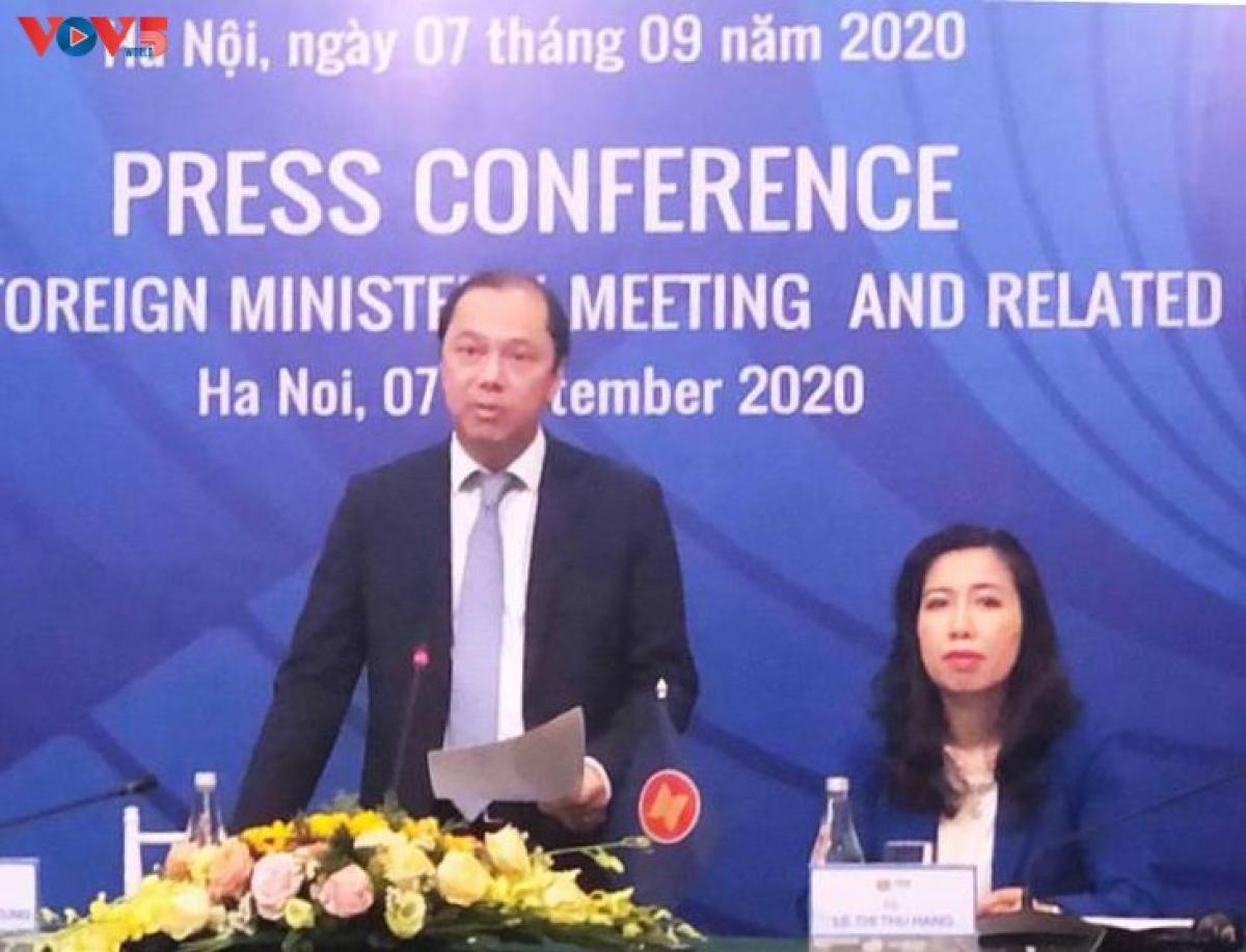 Thứ trưởng Bộ Ngoại giao Việt Nam Nguyễn Quốc Dũng phát biểu tại buổi họp báo ngày 7/9/2020.