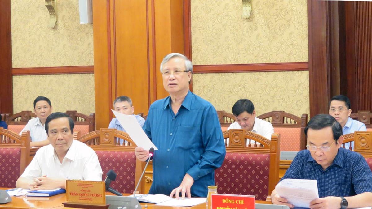 Thường trực Ban Bí thư Trần Quốc Vượng phát biểu tại phiên họp