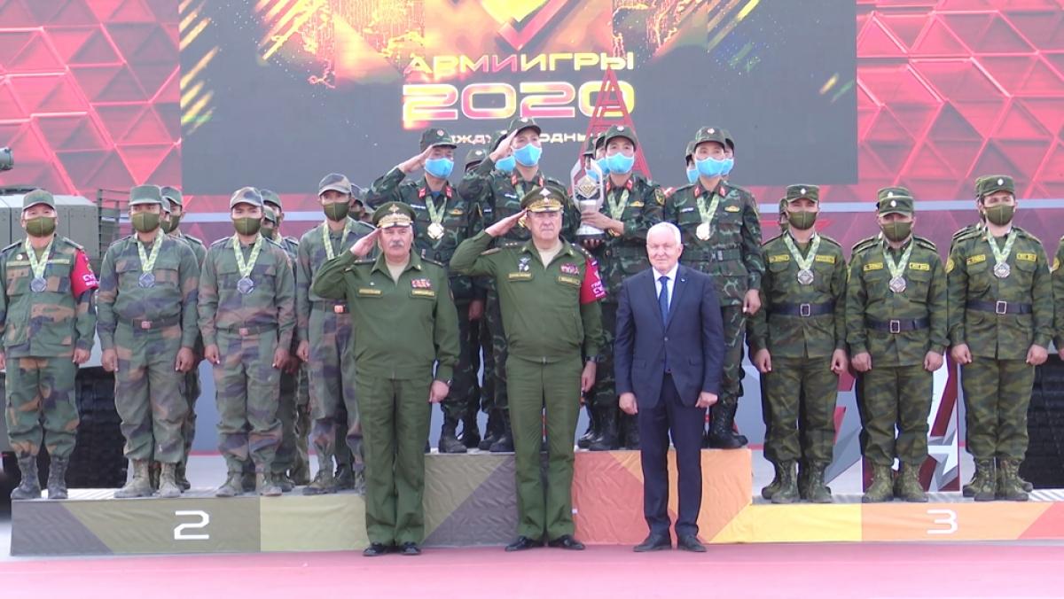 Với thành tích 2 giờ 12 phút 47 giây, đội tuyển xe tăng Việt Nam xuất sắc về đích đầu tiên và giành huy chương vàng bảng 2, cuộc thi Tank Biathlon 2020