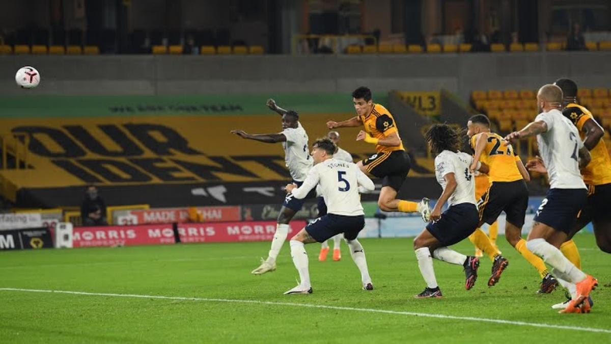 Những nỗ lực của Wolves chỉ giúp họ có 1 bàn thắng của Jimenez. (Ảnh: Reuters).