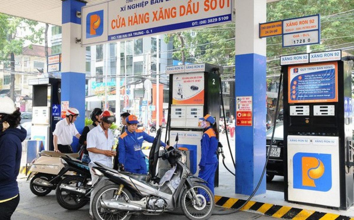 Giá xăng có thể giảm vào ngày mai (Ảnh minh họa: KT)