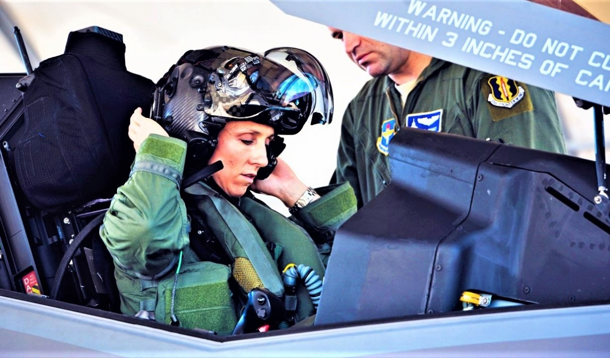 Chỉ số lượng ít nữ phi công Mỹ đủ điều kiện để lái tiêm kích F-15; Nguồn: N&T