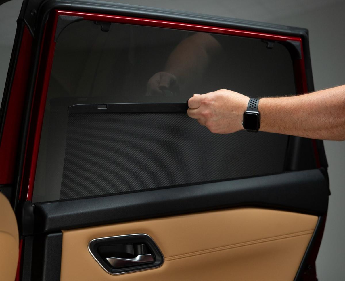 Tùy thuộc vào phiên bản, nội thất có sự kết hợp của 3 màn hình: Màn hình head-up 10,8 inch đủ màu, cụm đồng hồ đo Bảng điều khiển 12,3 inch và màn hình cảm ứng 9 inch nổi với tích hợp Apple CarPlay không dây. Nissan Rogue 2021 hoàn toàn mới sẽ cập bến những đại lý Mỹ vào tháng 10/2020./.