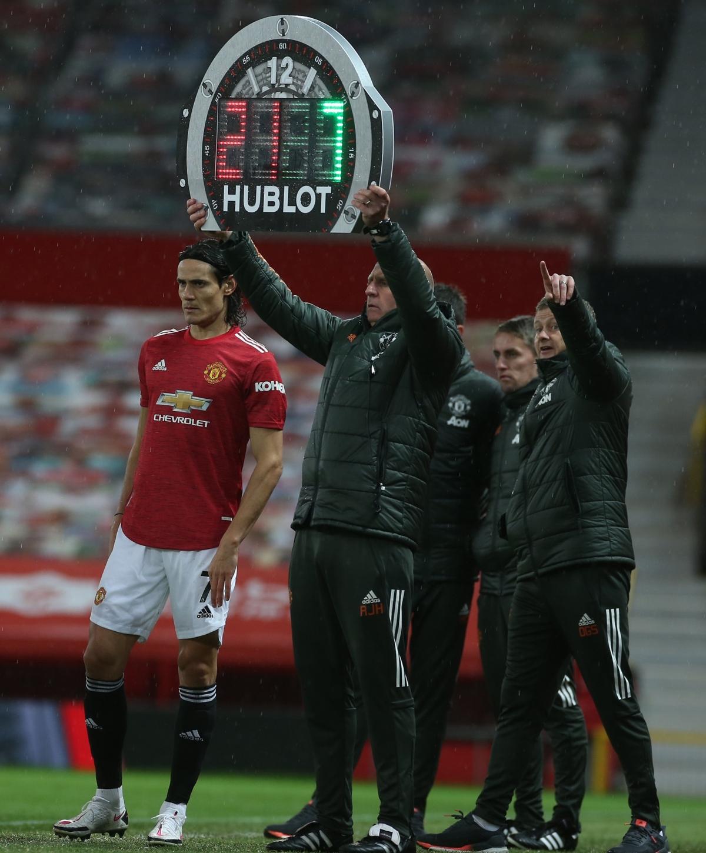 Tân binh Edinson Cavani có màn ra mắt MU và chào sân Premier League khi vào thay Daniel James ở phút 58.
