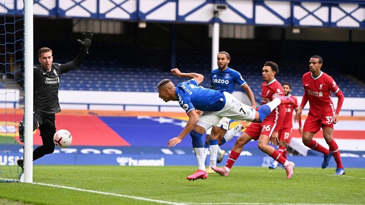 Richarlison suýt nâng tỷ số lên 2-1 cho Everton. (Ảnh: Getty)