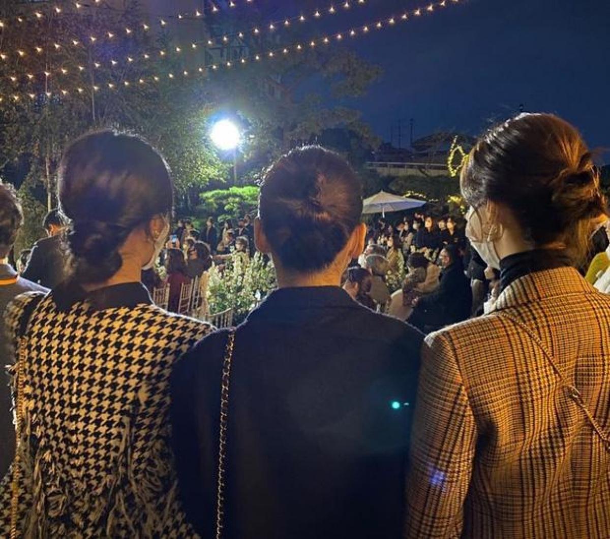 Hình ảnh các thành viên SNSD tham dự lễ cưới của Changmin được Yuri chia sẻ trên trang cá nhân.