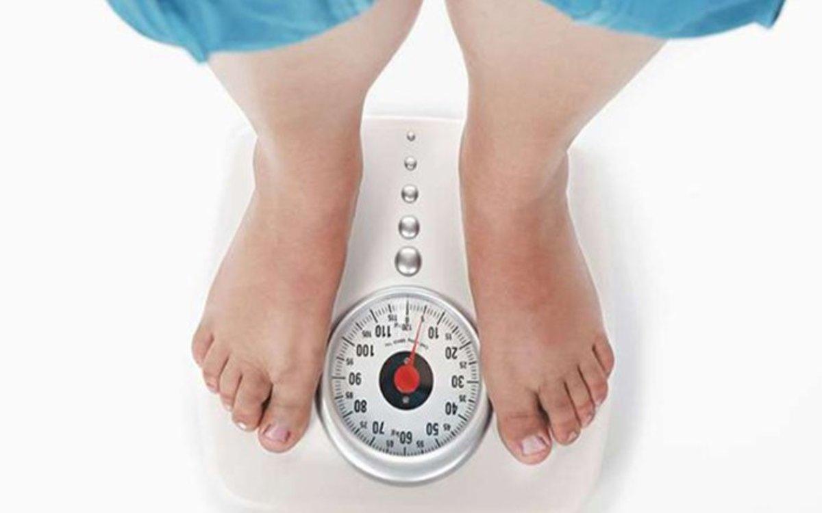 Tăng cân: Bánh trung thu là nguồn cung cấp năng lượng khổng lồ, chứa gần 1000 calorries, do đó nếu ăn quá nhiều sẽ gây mất kiểm soát cân nặng