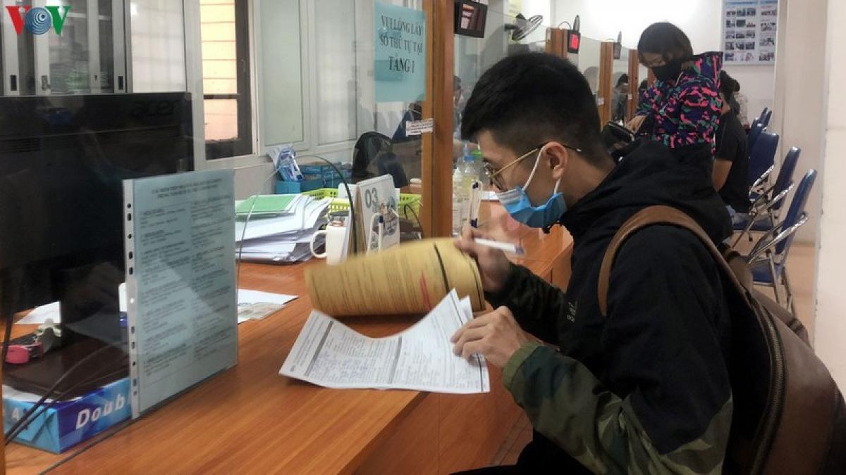 Số lượng người đến các Trung tâm dịch vụ việc làm đăng ký hưởng trợ cấp thất nghiệp tăng mạnh.(Ảnh minh họa)