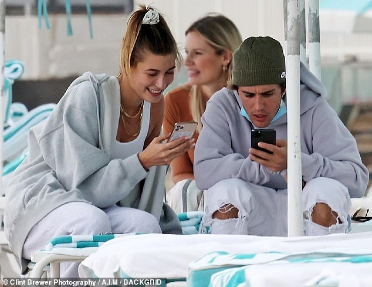 Mới đây,Justin Bieber bất ngờ chia sẻ dòng trạng thái bày tỏ sự cô đơn khiến dư luận đặt nhiều câu hỏi.
