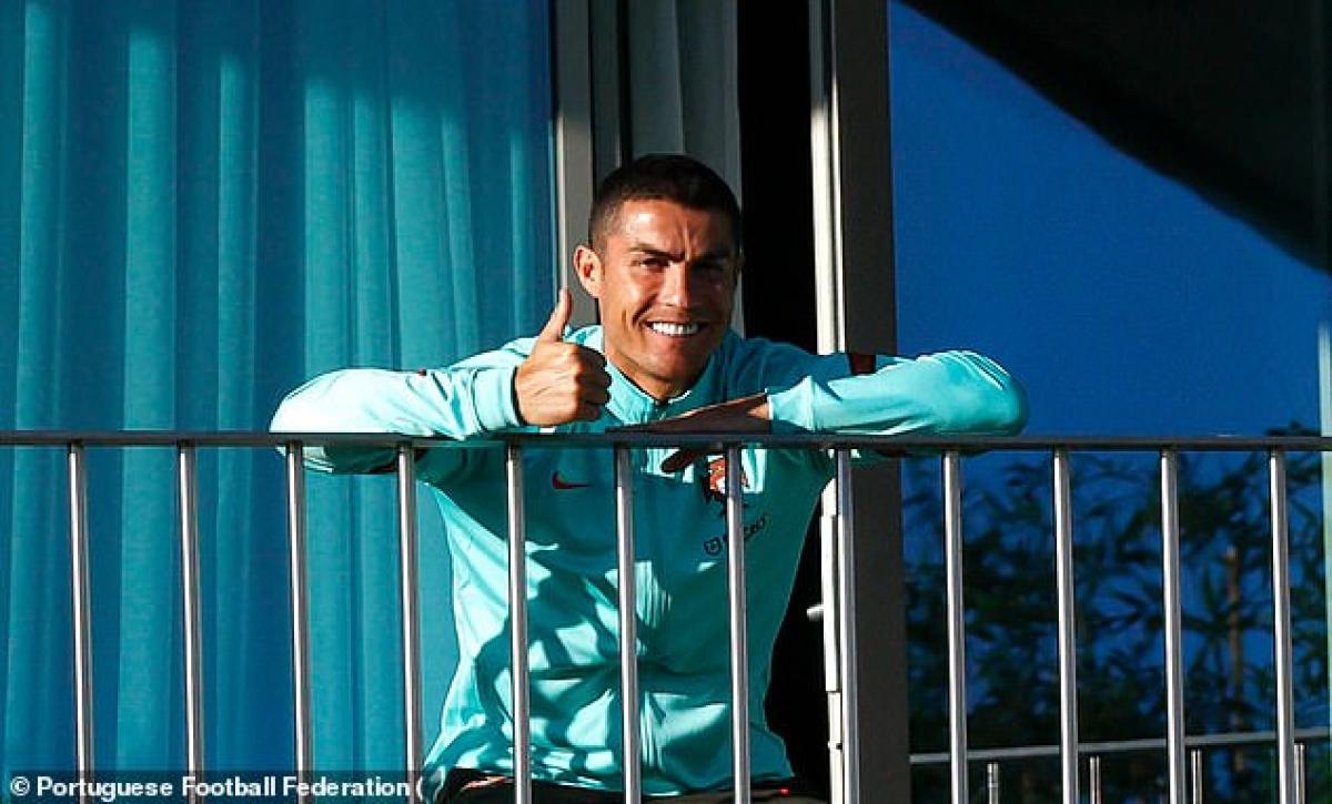 Ronaldo đã phải cách ly với các đồng đội ở ĐT Bồ Đào Nha ngay sau đó. (Ảnh: FPF)
