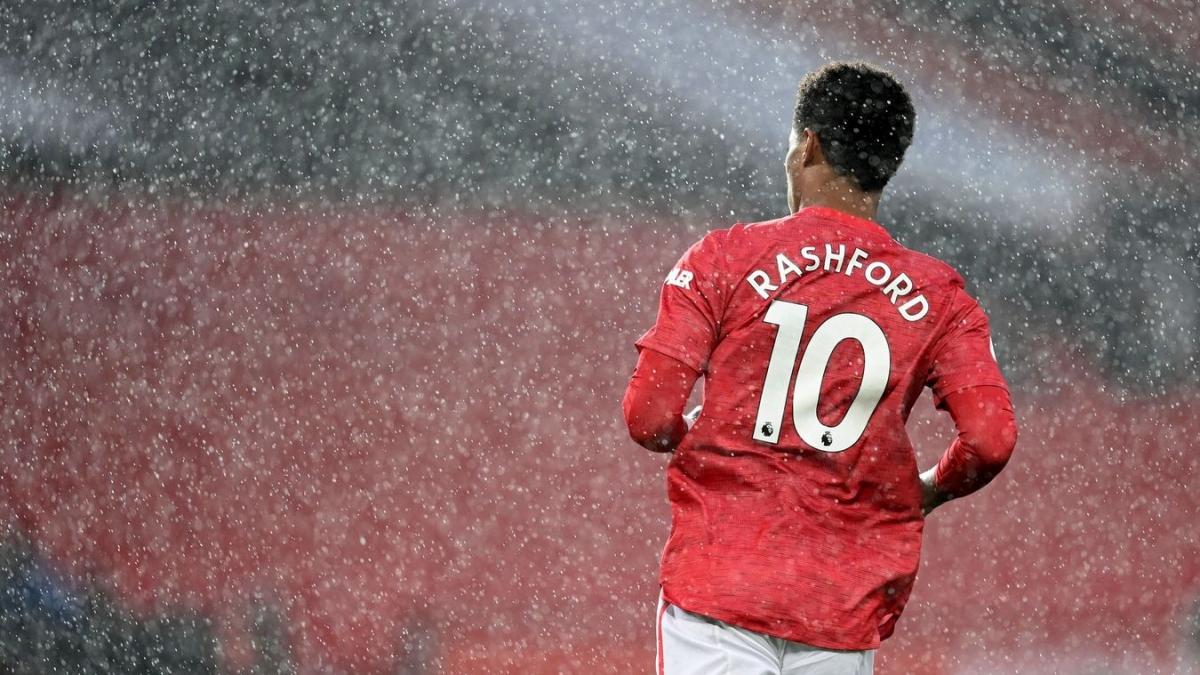 Trận đấu tâm điểm vòng 6 Premier League giữa MU và Chelsea diễn ra dưới cơn mưa nặng hạt.