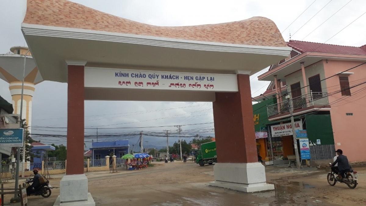 Cổng chào thôn Hữu Đức, xã Phước Hữu, huyện Ninh Phước, tỉnh Ninh Thuận.