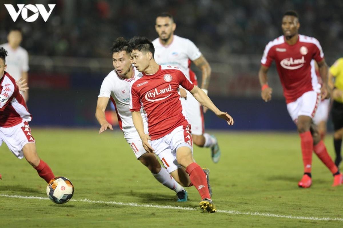 Ở trận đấu tại giai đoạn 1 giữa 2 đội, CLB TPHCM đã thắng đậm Viettel 3-0 trong ngày Công Phượng tỏa sáng với 1 bàn thắng và 1 pha kiến tạo. Tuy nhiên, anh không thi đấu hôm nay do bị chấn thương. (Ảnh: Minh Hoàng).