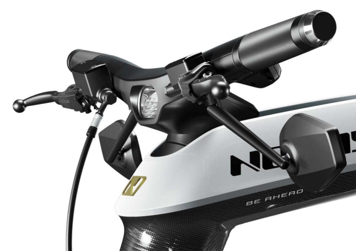 Xe có ba chế độ công suất Base – giới hạn ở mức 40% công suất tối đa, Power – giới hạn ở mức 70% công suất và God – giải phóng công suất tối đa.