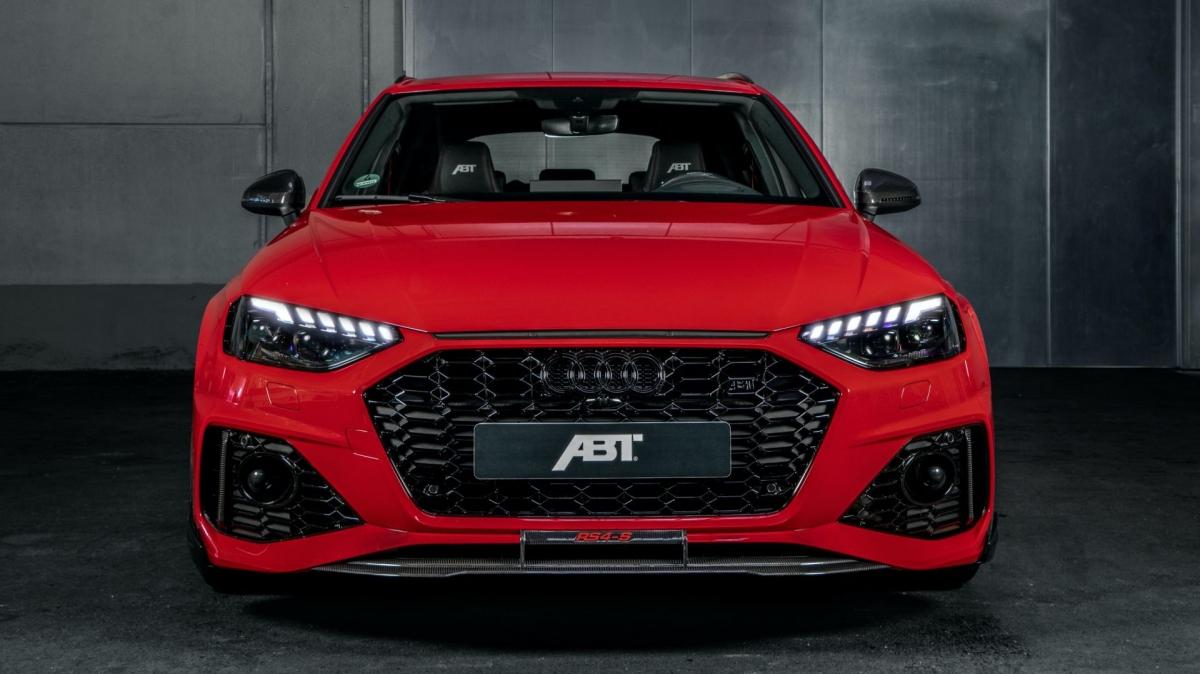 Bản độ RS4-R mà ABt Sportsline dành cho cho chiếc wagon đến từ Audi không chỉ mạnh mẽ hơn với hai gói nâng cấp công suất lên đến hơn 500 mã lực mà còn trở nên hầm hố với vẻ ngoài sở hữu các chi tiết được làm bằng sợi carbon.