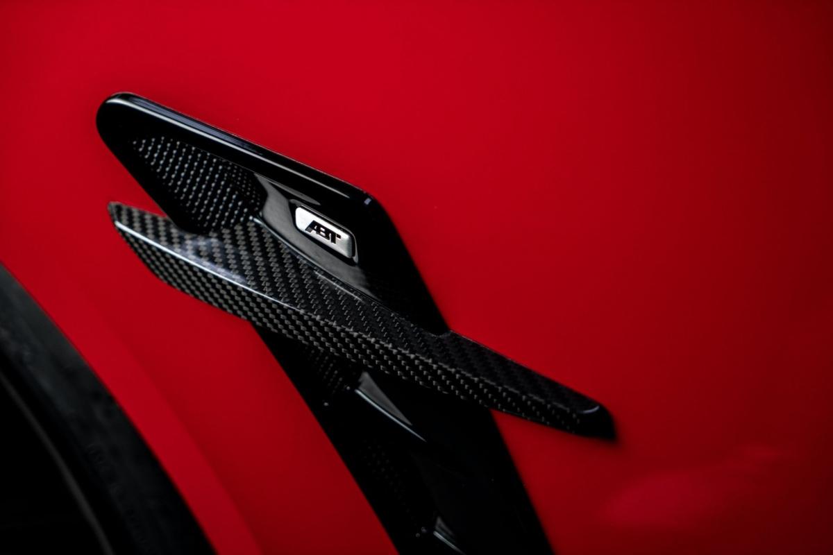 """Để phù hợp hơn với """"nội công"""" bên trong, vẻ ngoài của RS4-R cũng được tinh chỉnh lại với ABT Aerokit."""