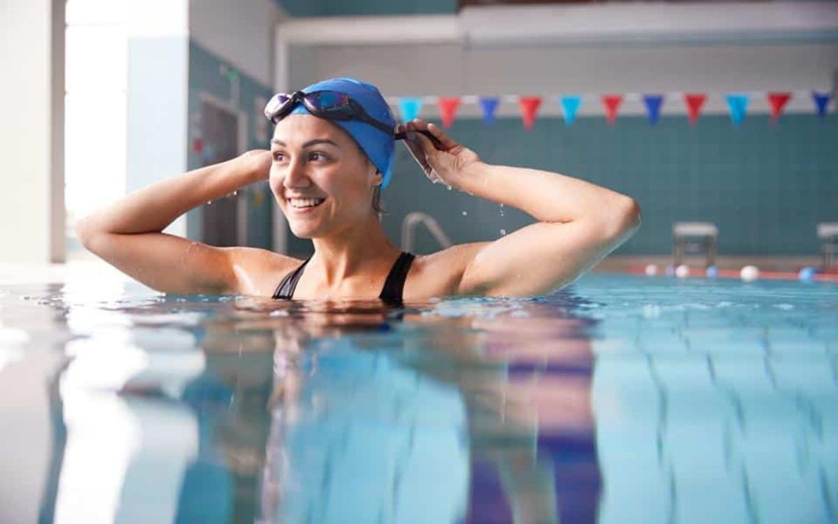 Tốt cho bệnh nhân hen suyễn: Các bài tập thở liên quan đến bơi lội giúp mở rộng dung tích phổi và kiểm soát hơi thở tốt hơn.