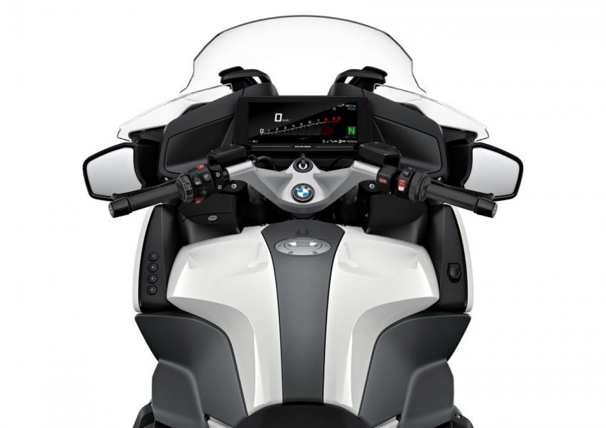 Đi kèm với động cơ boxer mang tính biểu tượng, động cơ của chiếc R1250RT có dung tích 1.254 cc sản sinh công suất 136 mã lực tại vòng quay 7.750 vòng/phút và mô men xoắn 143 Nm tại vòng quay 6.250 vòng/phút, không thay đổi nhiều so với những phiên bản thế hệ trước.