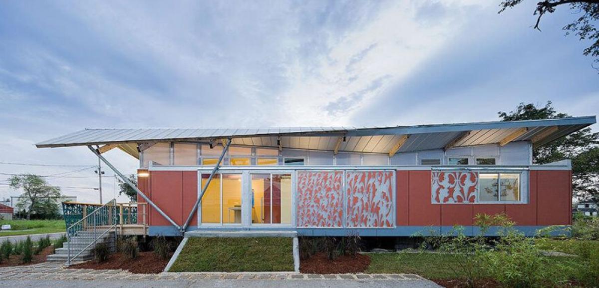 Các kiến trúc sư đã thiết kế móng riêng biệt với phần thân nhà, cho phép nhà nổi lên khi nước vào đầy khoang chứa. (Ảnh: dornob.com)