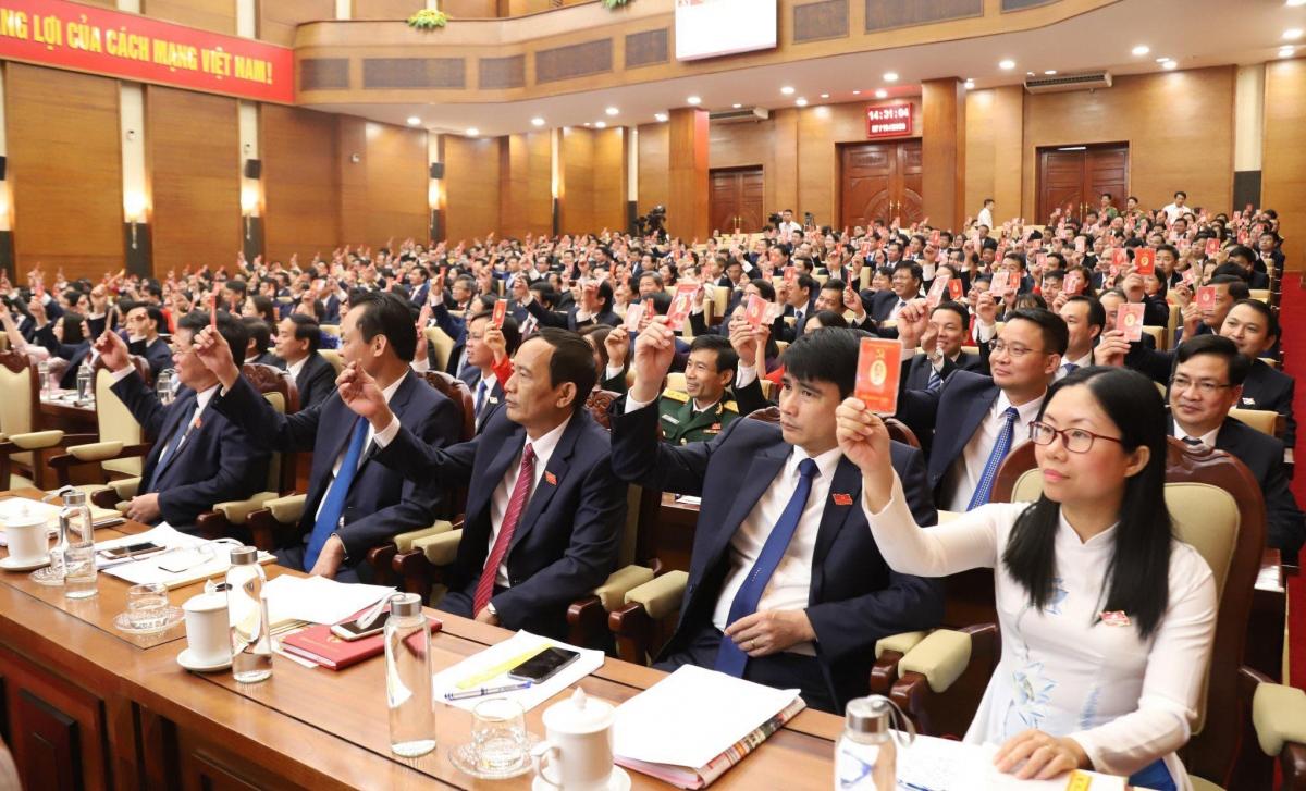 Các đại biểu quyết thông qua Nghị quyết Đại hội nhiệm kỳ 2020-2025