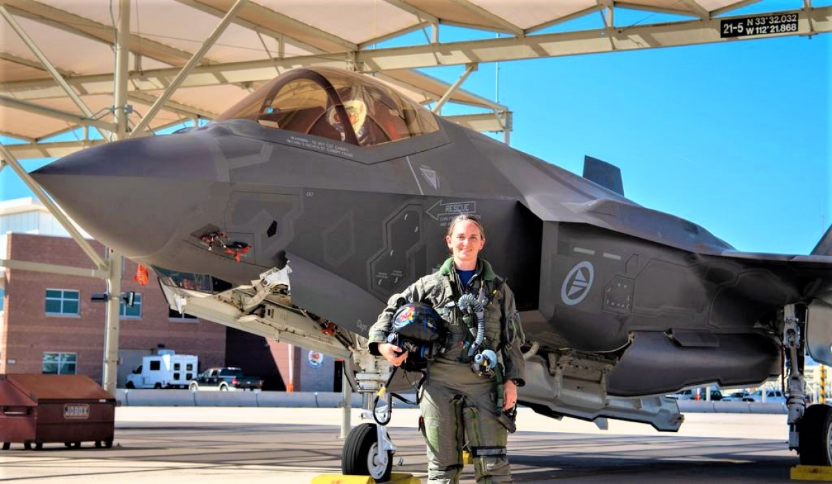 Mỹ đang có chương trình sử dụng dữ liệu nhân trắc học thiết kế buồng lái máy bay mới để nhiều phi công nữ có thể lái máy bay chiến đấu; Nguồn; N&T