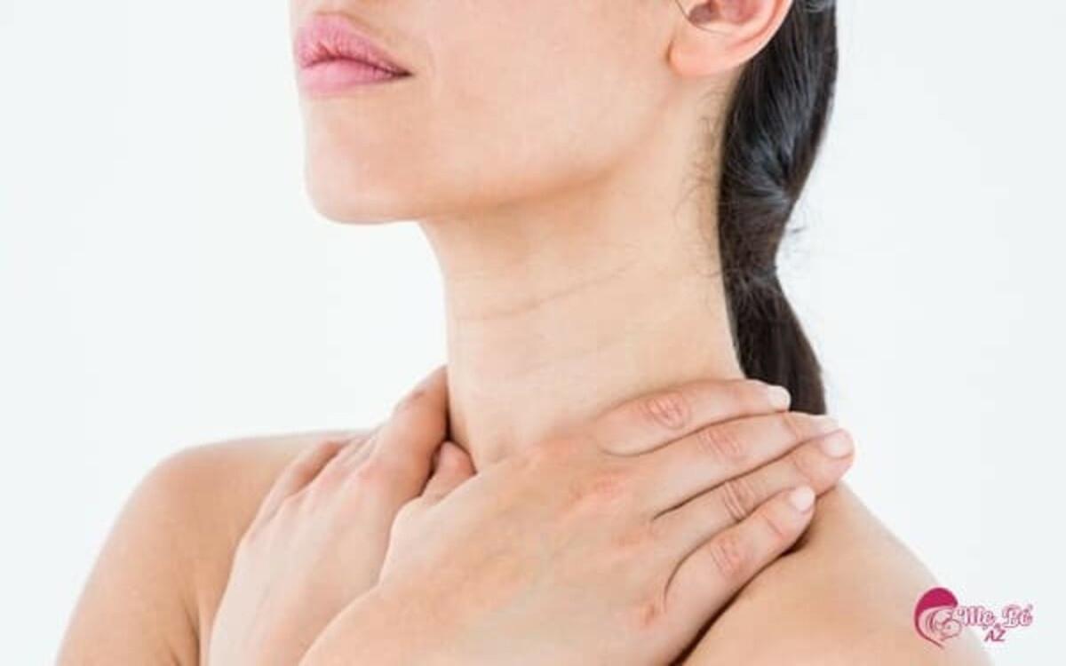 Cổ: Bảo vệ và giữ ấm vùng cổ khi thời tiết chuyển lạnh sẽ giúp ngăn ngừa một số bệnh như ho, cảm cúm...