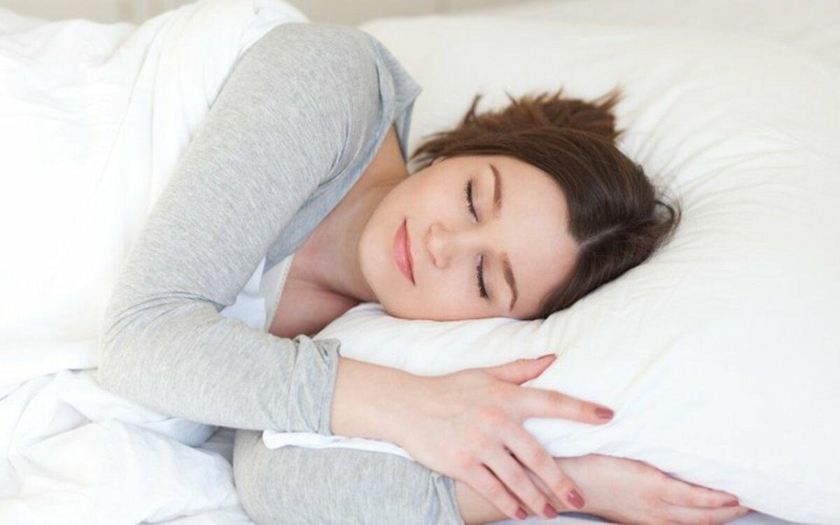 Nâng cao chất lượng giấc ngủ: Một lợi ích của bơi lội đối với sức khỏe chính là giúp bạn ngủ ngon hơn vào ban đêm.
