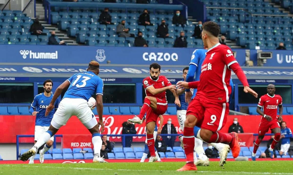 Mohamed Salah tái lập thế dẫn bàn cho Liverpool với pha ra chân đẳng cấp ở phút 72. (Ảnh: Getty)