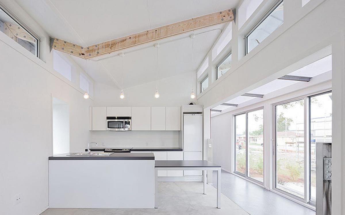Vật liệu làm nên ngôi nhà có khả năng chống chịu sự tác động của nước. (Ảnh: dornob.com)