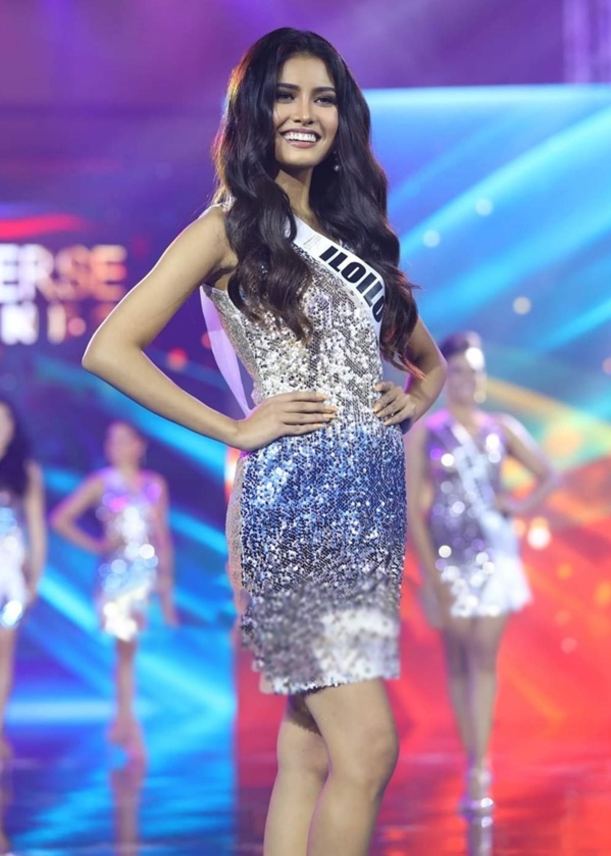 Tân hoa hậu gây chú ý ngay từ đầu cuộc thi nhờ gương mặt cân đối, xinh đẹp và nhan sắclai giữa hai dòng máu Philippines và Ấn Độ.