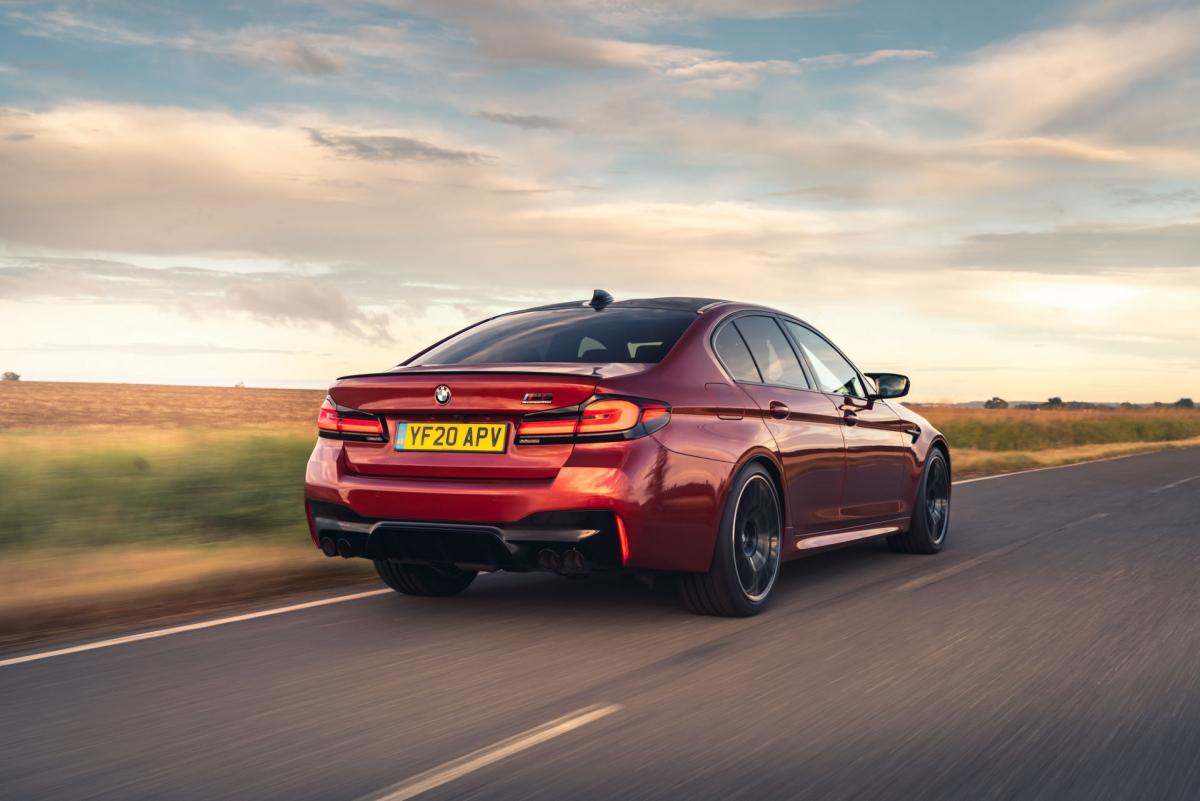"""Mặc dù những thay đổi thiết kế này tương đối nhỏ nhưng cũng làm thay đổi diện mạo của chiếc """"siêu"""" sedan."""
