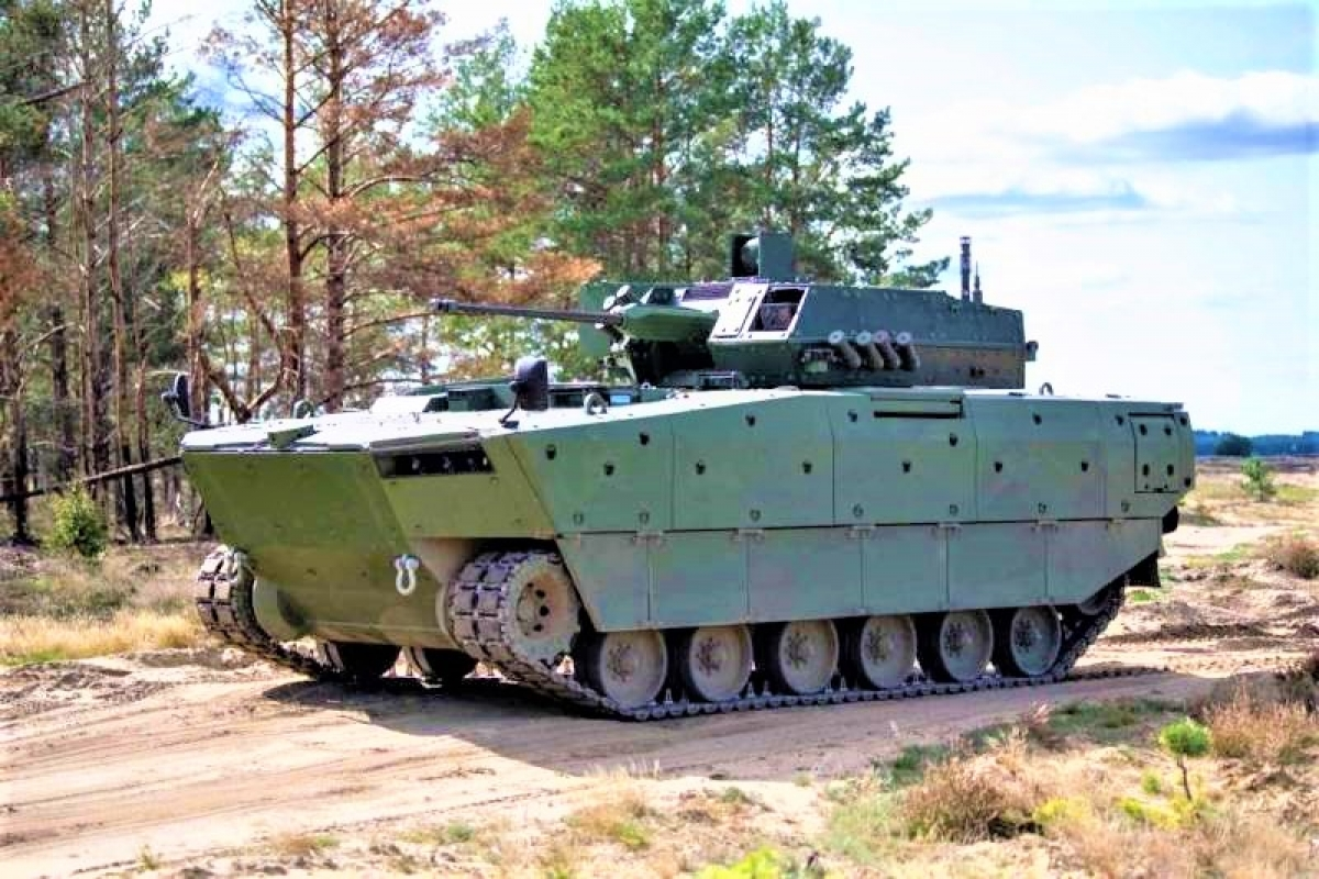 Chiếc IFV Borsuk trong giai đoạn thử nghiệm dã ngoại; Nguồn: defence.pk