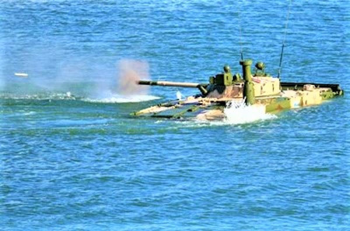 Một trong những ưu thế của BMP-3F là có thể khai hỏa khi đang bơi; Nguồn: defendingrussia.ru