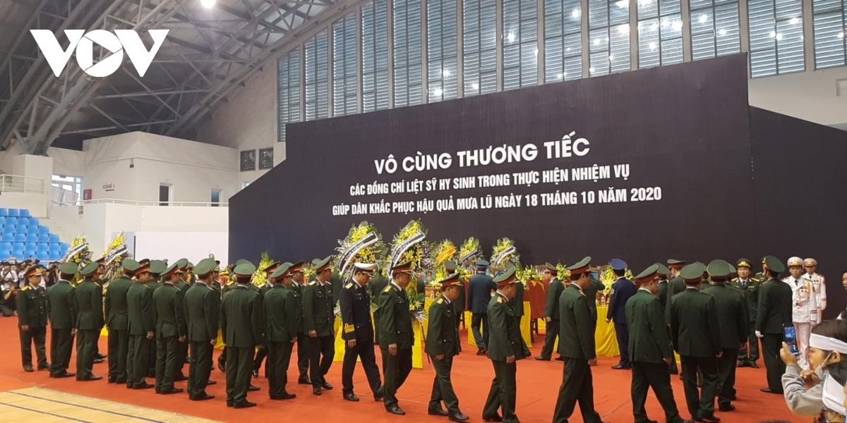 Đoàn Quân ủy Trung ương, Bộ Quốc phòng do Đại tướng Lương Cường, Bí thư Trung ương Đảng, Ủy viên Thường vụ Quân ủy Trung ương, Chủ nhiệm Tổng cục Chính trị làm trưởng đoàn vào viếng.