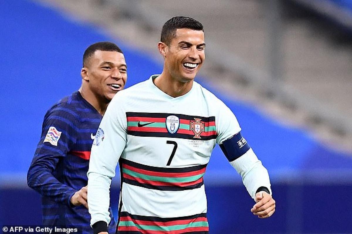 Tối 13/10, LĐBĐ Bồ Đào Nha xác nhận siêu sao Ronaldo đã mắc Covid-19. (Ảnh: Getty).