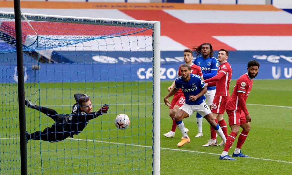 Calvert-Lewin gỡ hòa 2-2 cho Everton sau tình huống phối hợp tấn công mẫu mực. (Ảnh: Getty)