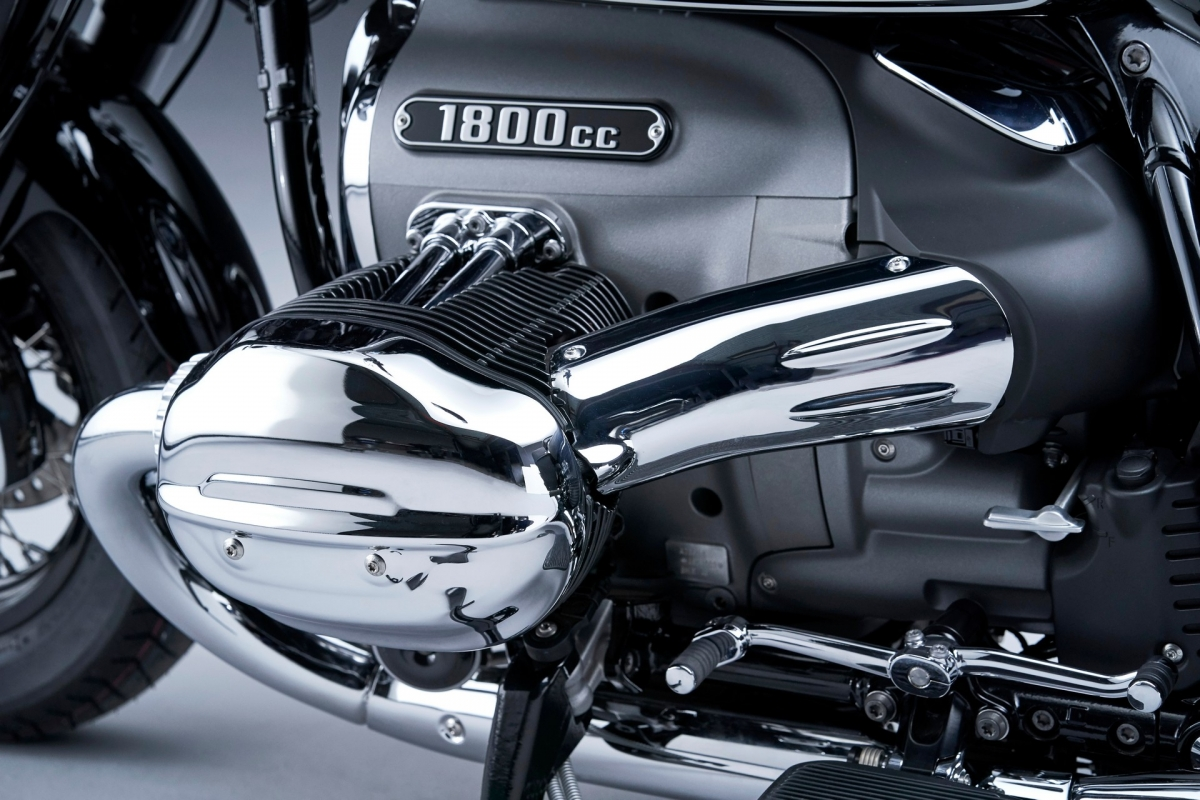 Giống như những phiên bản tiêu chuẩn, chiếc R 18 Classic được trang bị động cơ boxer lớn 2 xi lanh 1.8 L sản sinh công suất 90 mã lực và mô men xoắn 150 Nm.