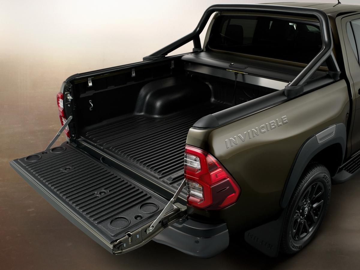 Toyota cũng đã thiết kế lại phiên bản Invincible hàng đầu của Hilux mới cho những khách hàng có nhu cầu; chiếc Hilux Invincible áp dụng thiết kế ngoại thất cứng cáp hơn với cánh gió bổ sung, viền đèn sương mù độc quyền, chắn bùn trước và sau...