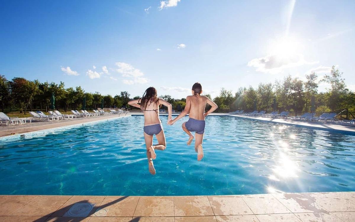 Tốt cho sức khỏe tinh thần: Vận động dưới nước sẽ giúp cải thiện trạng thái tinh thần, khơi gợi các suy nghĩ tích cực thích hợp với người gặp vấn đề về thay đổi tâm trạng liên tục.