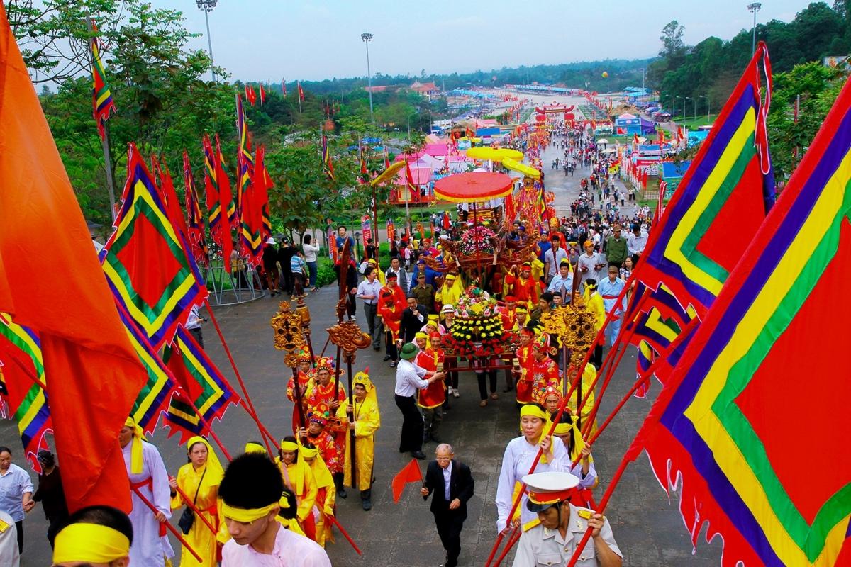 Lễ dâng hương giỗ tổ Vua Hùng. Nguồn: Trung tâm Thông tin Xúc tiến Du lịch tỉnh Phú Thọ