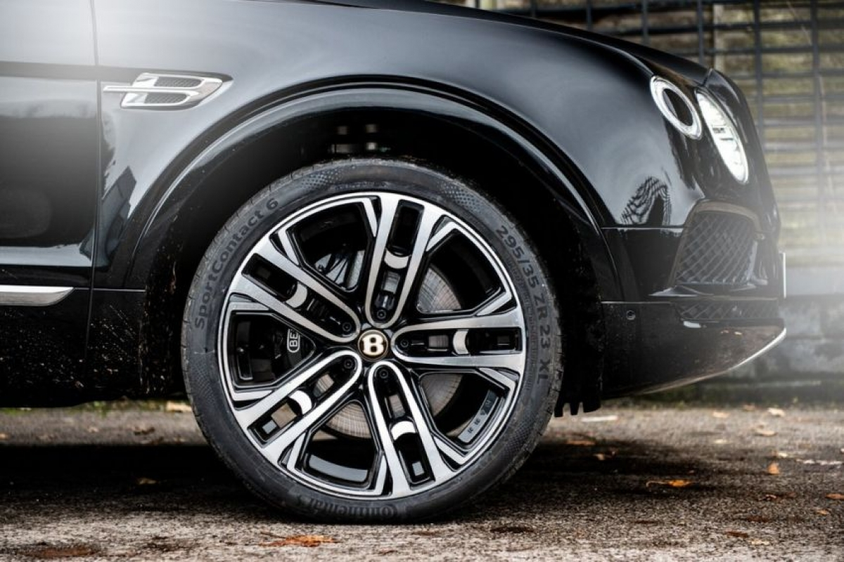 Động cơ không có gì thay đổi khi mà vẫn sử dụng động cơ xăng V8 4.0 L sản sinh công suất 539 mã lực và mô men xoắn 770 Nm cùng hệ thống dẫn động bốn bánh và hộp số tự động ZF 8 cấp. Khả năng tăng tốc 0-100 km/h trong 4,5 giây và tốc độ tối đa 290 km/h. Ngoài ra xe còn được trang bị tính năng ngừng hoạt động xi lanh và tự động dừng động cơ để cải thiện hiệu quả.
