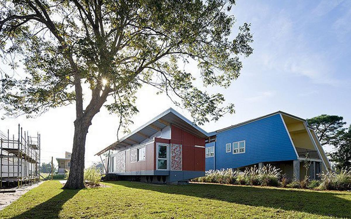 Các kiến trúc sư của Morphosis (Mỹ) đã hoàn thành ngôi nhà nổi (FLOAT) cho quỹ Make It Right của tài tử Hollywood - Brad Pitt. (Ảnh: dornob.com)